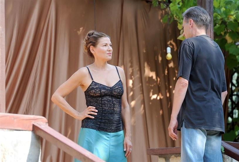 Czy Bella (Liliana Głąbczyńska Komorowska) wybaczy swemu ukochanemu Leo (Tomasz Lulek) wszystkie kłamstwa i oszustwa? /Agencja W. Impact