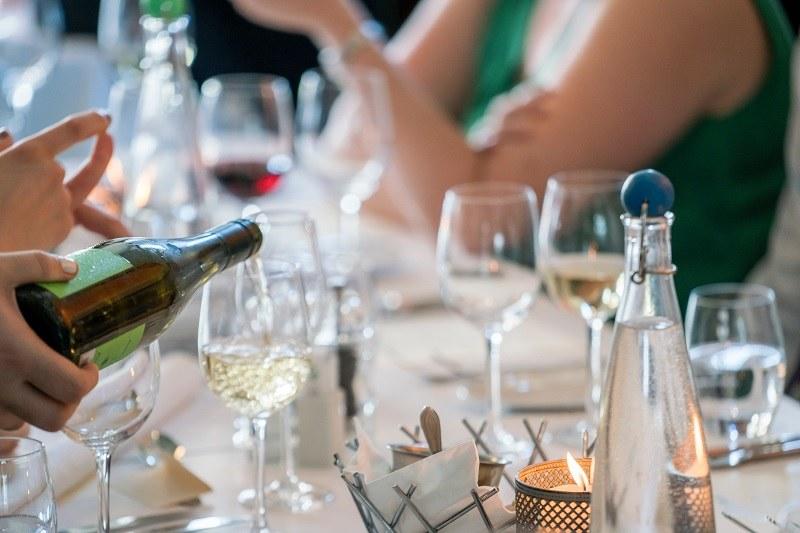 Czy bezalkoholowe wesele może się udać? /Pexels.com