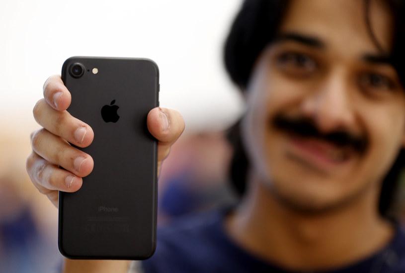 Czy cena iPhone'a jest uzasadniona? /AFP