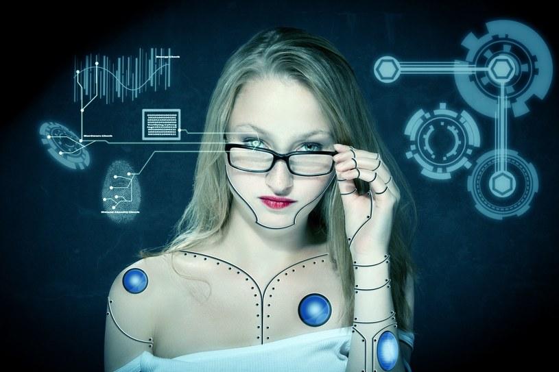 Czy człowiek będzie ulegał coraz większej cybernetyzacji? /123RF/PICSEL