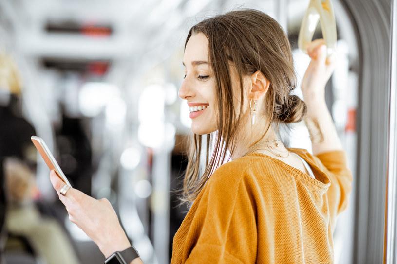 Czy da się kupić dobry smartfon za cenę poniżej 1000 zł? /123RF/PICSEL