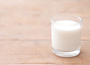 Czy dawać dziecku mleko kozie?