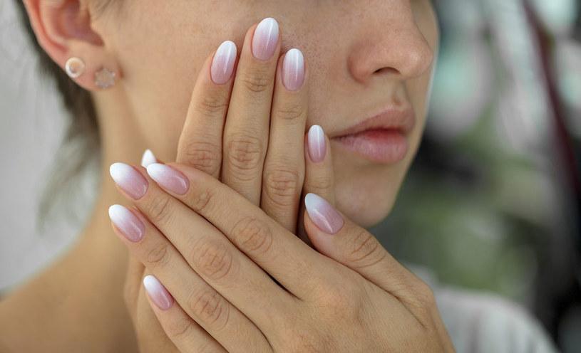 Czy długie paznokcie mogą być niebezpieczne? /©123RF/PICSEL