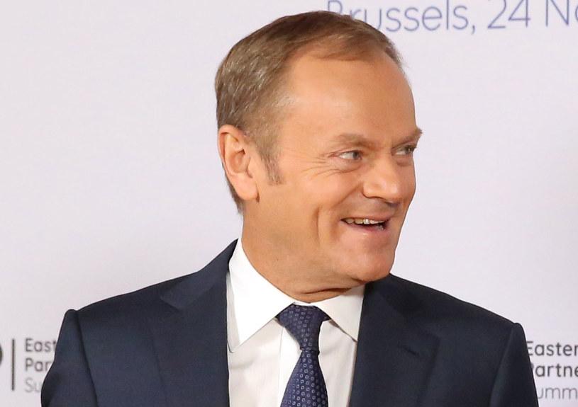 Czy Donald Tusk powinien recenzować działania polskiego rządu? /TATYANA ZENKOVICH  /AFP