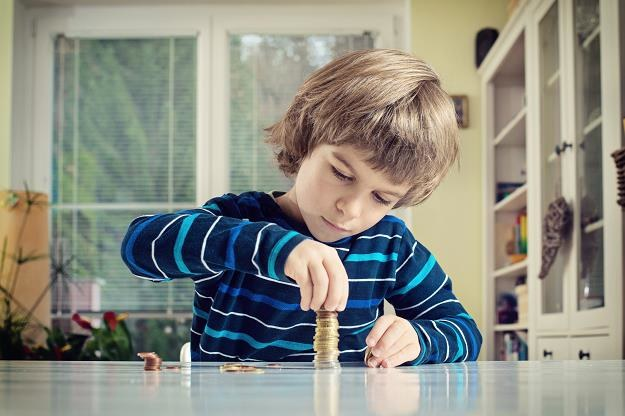 Czy dzieci powinny mieć własne pieniądze? /©123RF/PICSEL