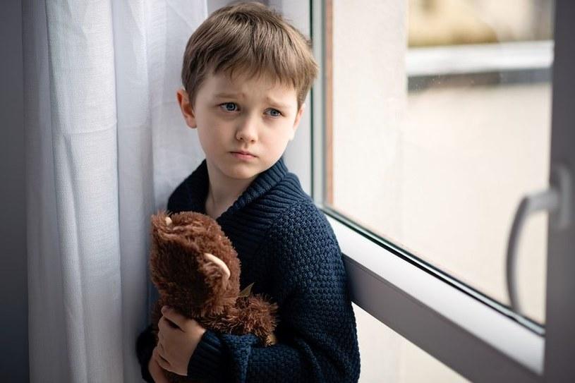 Czy dziecko mając takiego rodzica może w przyszłości być szczęśliwe? /123RF/PICSEL