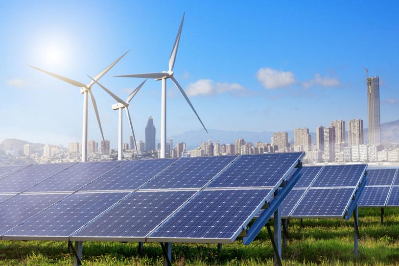 Czy energia trafiająca do domu lub firmy faktycznie pochodzi ze źródeł odnawialnych? /123RF/PICSEL