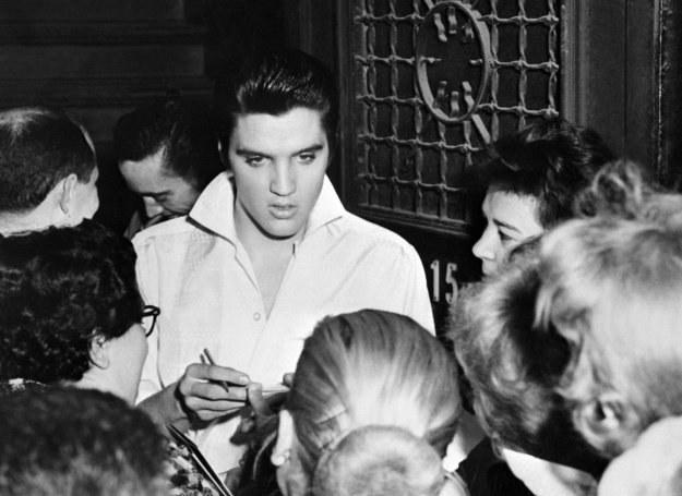 Czy fani Elvisa Presley'a wylicytują kontrowersyjne pamiątki? /arch. AFP