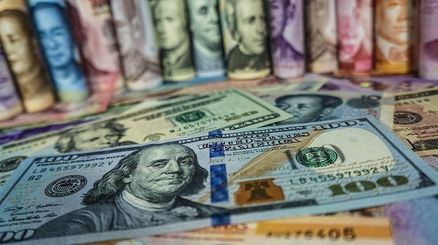 Czy FED osłabi dolara? /©123RF/PICSEL