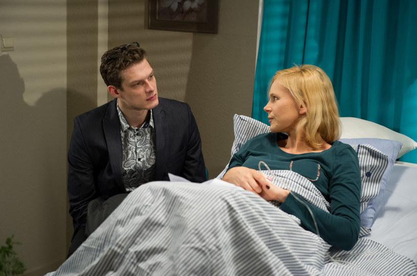 Czy Ilonie (Anna Samusionek) i Maksowi uda się stworzyć prawdziwą rodzinę? /Radek Orzeł  /TVN