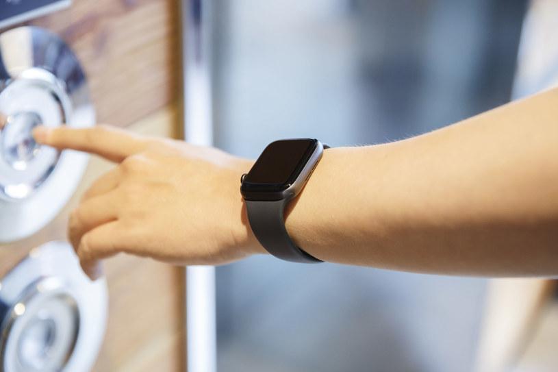 Czy inteligentny zegarek może być niespodziewanym sojusznikiem w redukcji rozprzestrzeniania się pandemii? /123RF/PICSEL