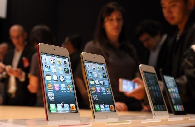 Czy iPhone 5 to godny następca 4S? /AFP