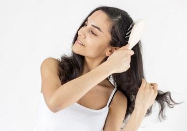 Czy istnieje lek, który hamuje wypadanie włosów i przywraca ich gęstość?