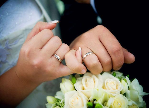 Czy każda miłość potrzebuje obrączek? /123RF/PICSEL