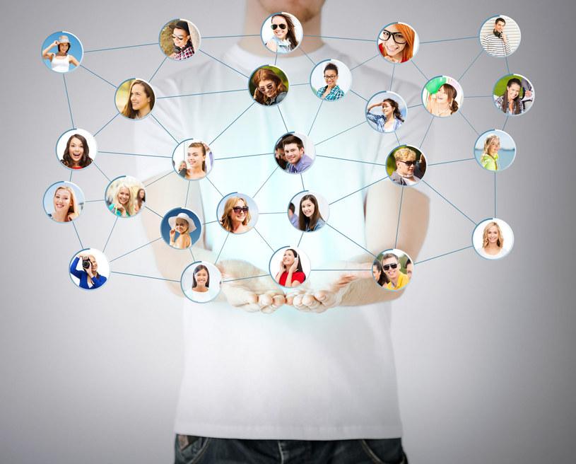 Czy każdego znajomego z portalu społecznościowego faktycznie możemy nazwać przyjacielem? /123RF/PICSEL