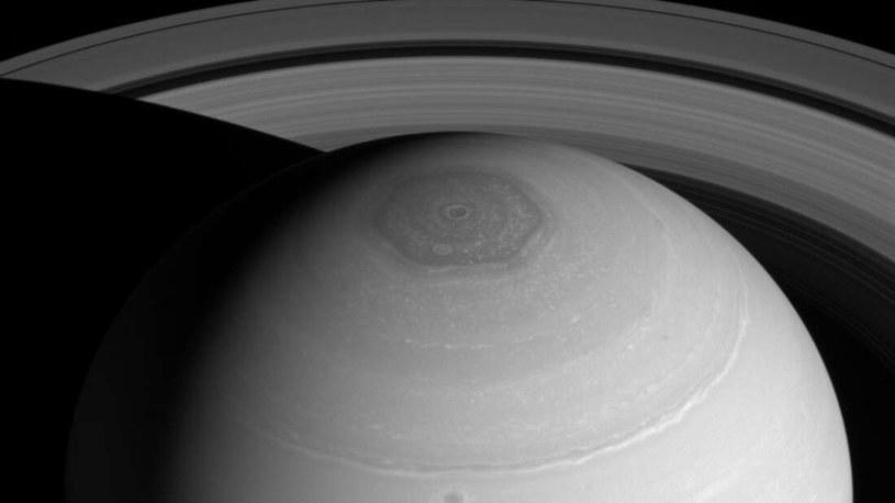 Czy kiedyś rozwikłamy tajemnicę burzy na Saturnie? /materiały prasowe