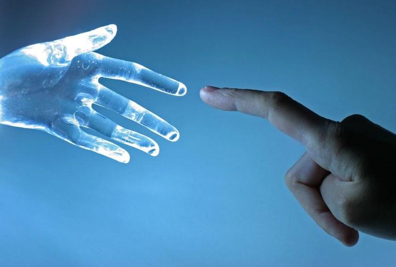 Czy kiedyś uda się stworzyć myślące maszyny? /123RF/PICSEL