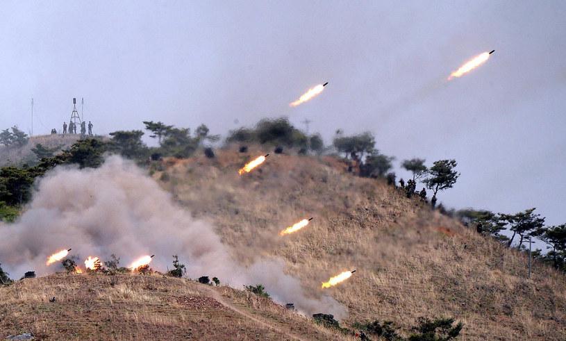 Czy Kim Dzong Un straszy, czy naprawdę zamierza zaatakować? /AFP