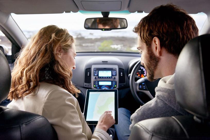 Czy kobiety i mężczyźni mają takie same potrzeby w stosunku do nawigacji samochodowych? /123RF/PICSEL