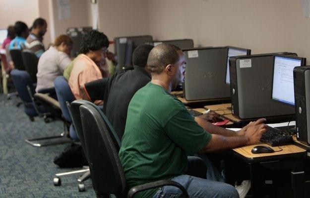 Czy komputery PC trafią na śmietnik technologicznej historii? /AFP