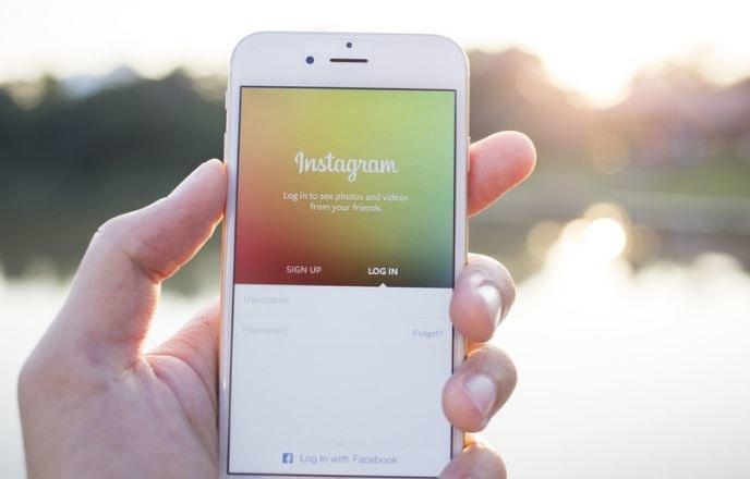 Czy komunikator Instagrama zagrozi Messengerowi? /123RF/PICSEL