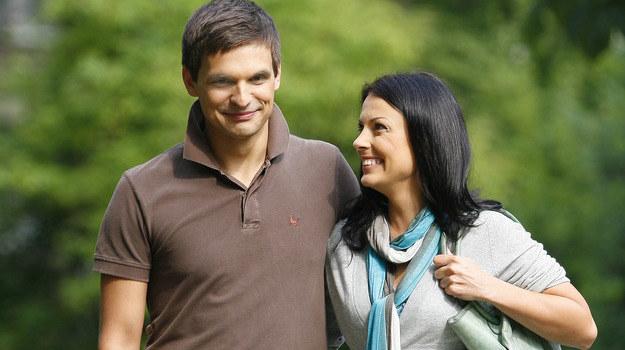 Czy Ksawery (Sebastian Cybulski) i Kasia (Katarzyna Glinka) będą szczęśliwi? / fot. J. Wojtalewicz /AKPA
