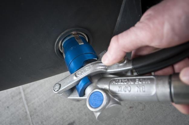 Czy kupować auto z fabryczną instalacją? / Fot: Tymon Markowski /East News
