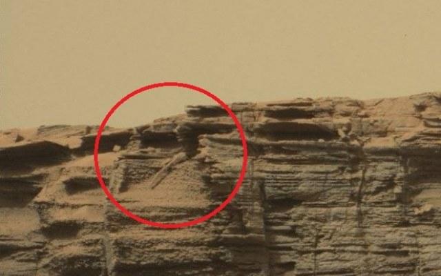 Czy łazik Curiosity zauważył na Marsie jaszczurkę kryjącą się w skałach /Innemedium.pl