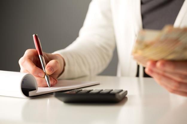 Czy lepiej iść po pożyczkę gotówkową do banku, którego jesteśmy klientem? /©123RF/PICSEL