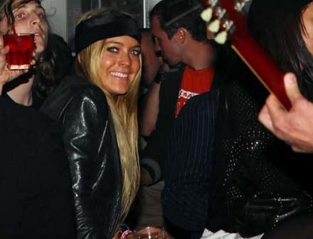Czy Lindsay Lohan w ten sposób maskuje swoją samotność? - fot. rob Loud /Getty Images/Flash Press Media
