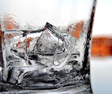 Czy lód w kostkach może być szkodliwy dla zdrowia?