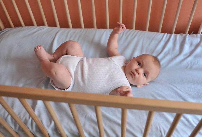 Czy maluchy mogą spać bezpiecznie? /Lech Gawuc /Reporter