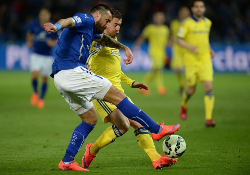 Czy Marcin Wasilewski (niebieski strój) i jego koledzy utrzymają ligę dla Leicester? /AFP