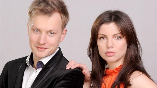 Czy Marek zdecyduje się zaryzykować przyjaźń z Lucyną i pozwoli, by Ewa zawróciła mu w głowie? /Agencja W. Impact
