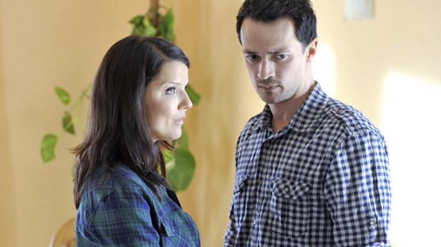 Czy Marta (Joana Jabłczyńska) znajdzie szczęście u boku Pawła (Rafał Cieszyński)? /Piętka Mieszko /AKPA