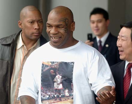 Czy Mike Tyson zatańczy w Bollywood? /AFP