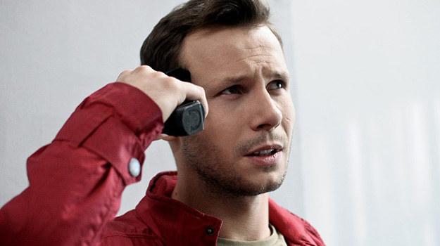 Czy Mikser zostanie uratowany zanim udusi się w zakopanej skrzyni, a Radek przeżyje? /Bogdan Bogielczyk /ATM
