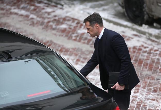 Czy minister Nowak będzie musiał pożegnać się z luksusowym BMW z szoferem? /PAP