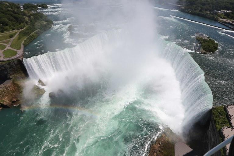 Czy można pokonać wodospad Niagara w beczce i pozostać żywym? (Zdj. ilustracyjne) /JOHN MOORE / GETTY IMAGES NORTH AMERICA /AFP