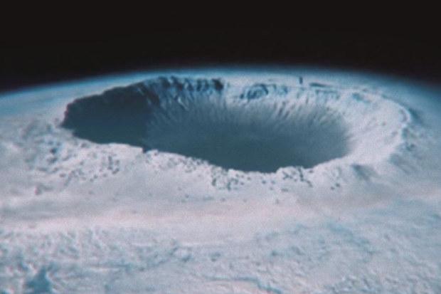 Czy na biegunach znajdują się ukryte wejścia do wnętrza Ziemi /Innemedium.pl