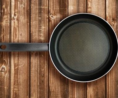 Czy naczynia teflonowe są naprawdę szkodliwe?
