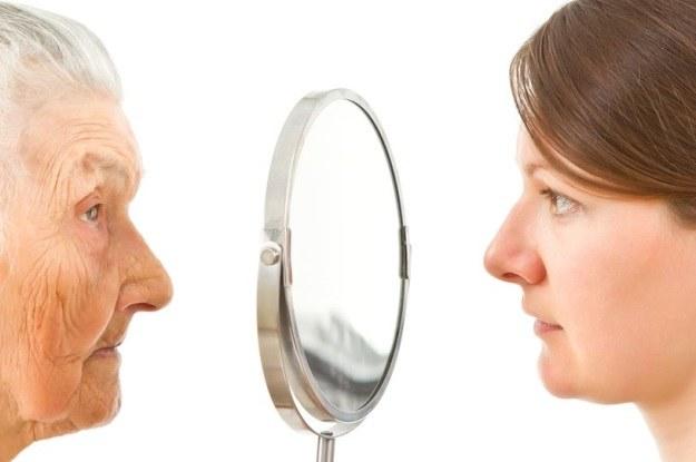 Czy naukowcom w końcu uda się odwrócić proces starzenia? /123RF/PICSEL
