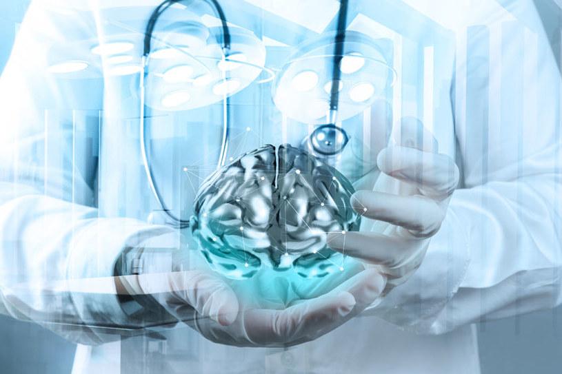 """Czy naukowcy zdołają ponownie """"uruchomić"""" mózg zmarłego człowieka, umieszczony w maszynie? /123RF/PICSEL"""