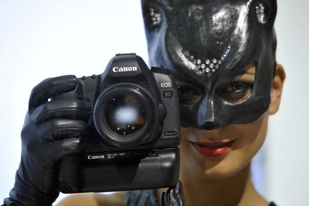 Czy niebawem doczekamy się nowej wersji słynnego canona 5D? /AFP
