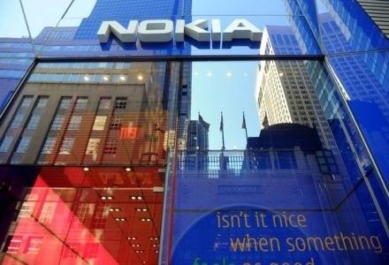 Czy Nokia zrezygnuje z instalowania w swoich telefonach systemu Symbian /AFP