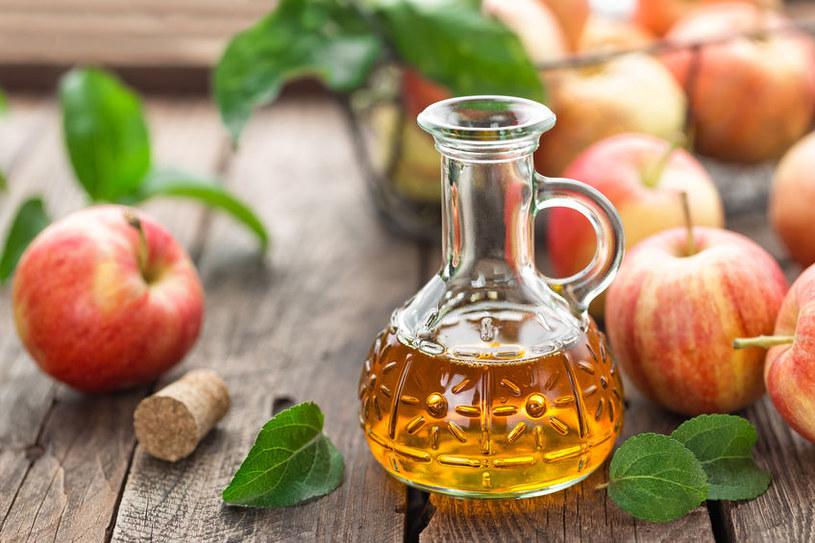 Czy ocet jabłkowy może nam zaszkodzić? /©123RF/PICSEL