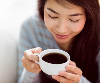 Czy osoby pijące kawę łatwiej odnoszą sukcesy?