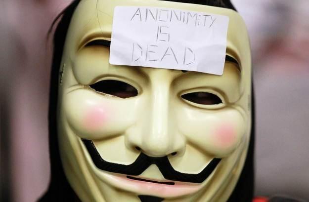 Czy osoby podające się za Anonimowych rzeczywiście pomagaja w walce z terrorystami? /AFP