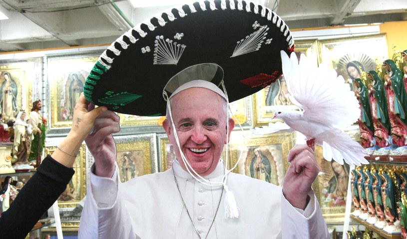 Czy papież to mariachi? /MARIO GUZMAN    /PAP/EPA
