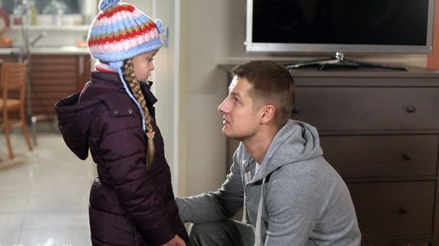Czy Paweł zostanie ojcem dla małej Basi? To okaże się po wakacjach! /MTL Maxfilm